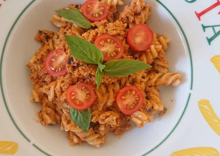Nudeln mit Tomaten-Auberginen Sauce
