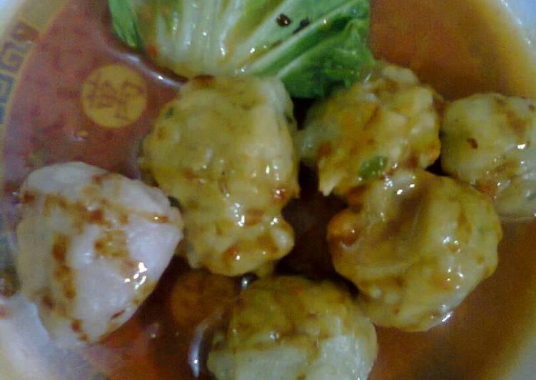 Cilok Ayam Kuah Kacang