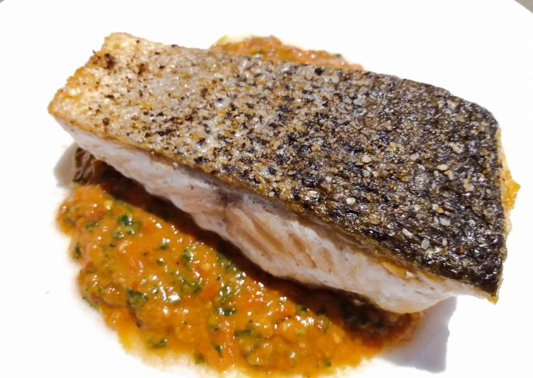 Pan-fried salmon with fresh tomato pesto