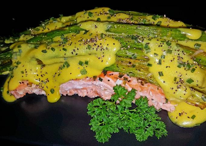 Mike's EZ Roasted Asparagus And Hollandaise Over Salmon Filets