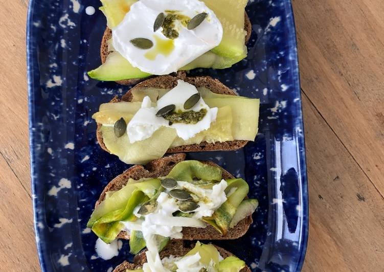 Crostini Burrata courgettes