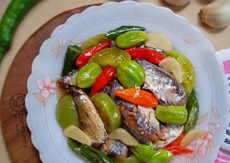 Ikan Pindang Asin Masak Asam Manis Pedas