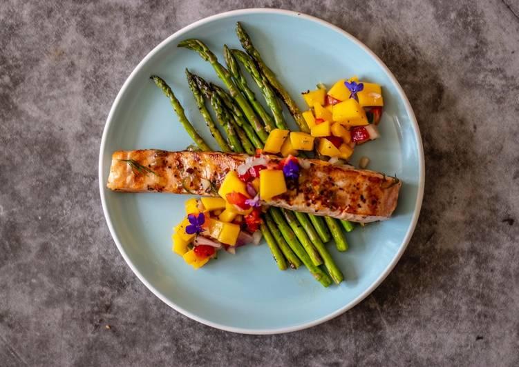 Recipe: Yummy Glazed salmon with thai style mango and strawberry salsa