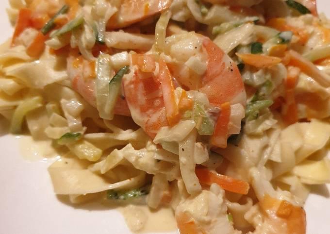 Curry crevettes lait de coco petits légumes et pâtes fraîches