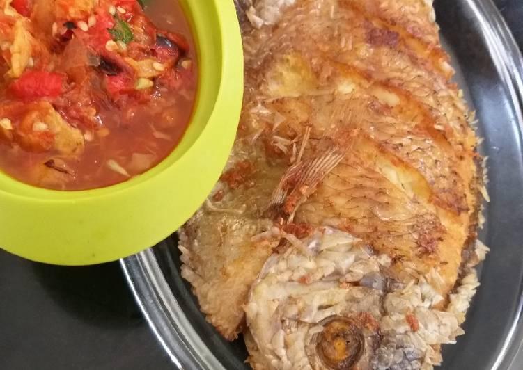 Ikan gurame goreng sambal pecak