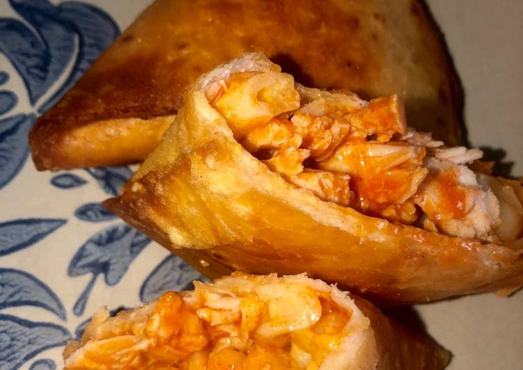 Recipe: Delicious Buffalo chicken Mac'n cheese samosas