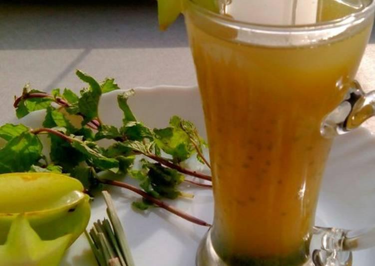 Starfruit mojito