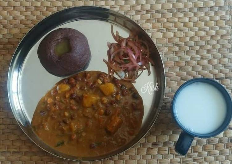 Absolutely Ultimate Dinner Easy Refreshing Black Chanaand Potato Saaru / Curry