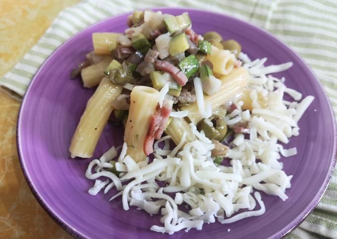 Insalata di pasta con melanzane, zucchine e scamorza