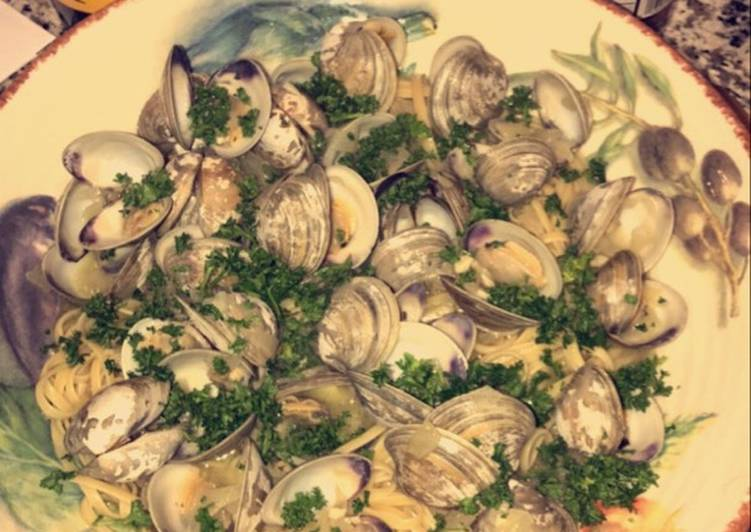 Linguine with White Wine Clam Sauce