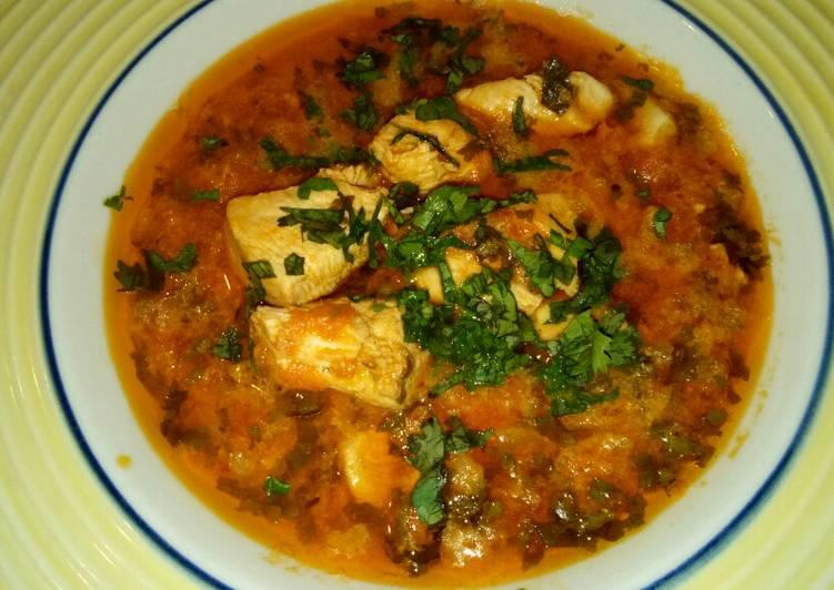 Blanc de poulet marinee en sauce tomate