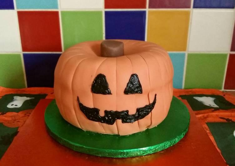 Simple Way to Prepare Favorite Vickys Halloween Pumpkin Piñata Cake, Decorating Idea