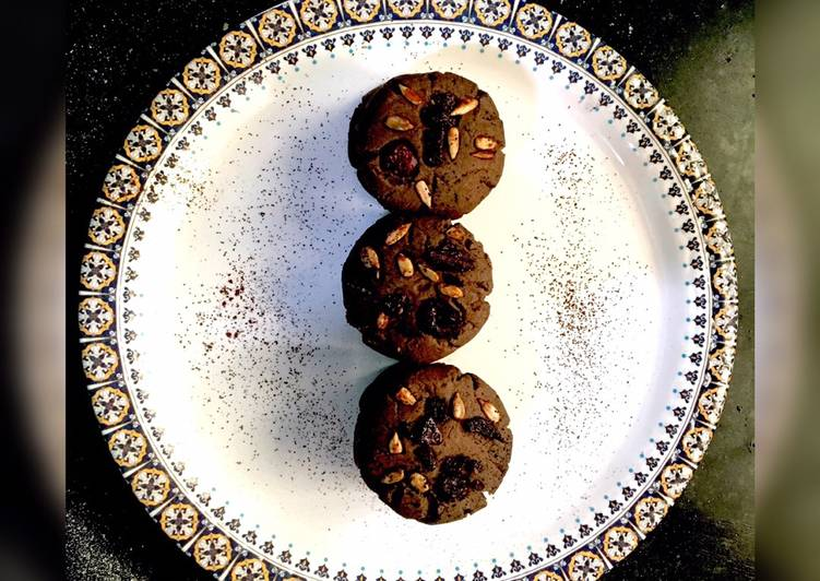 How to Prepare Speedy Dark Chocolate cookies with Chocochips and berries on top