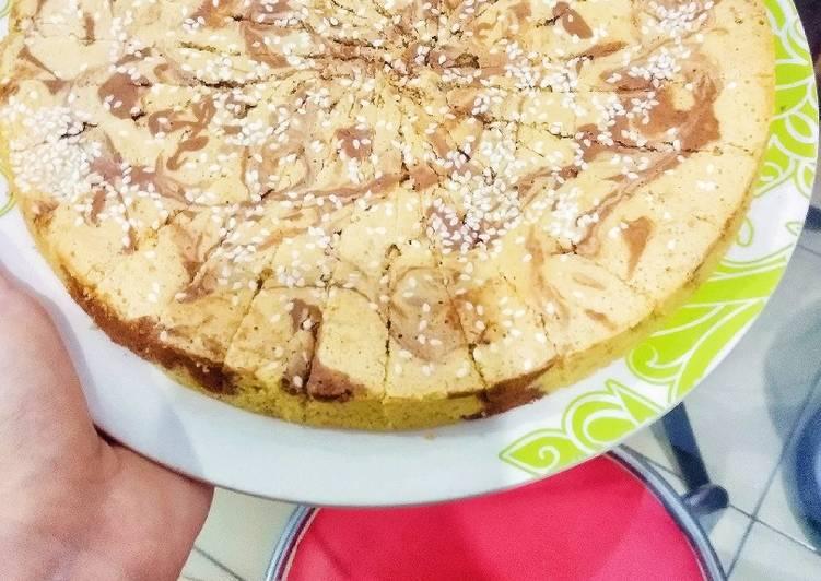 Cara mudah membuat Banana Oatmeal Marmer Cake (diet friendly)