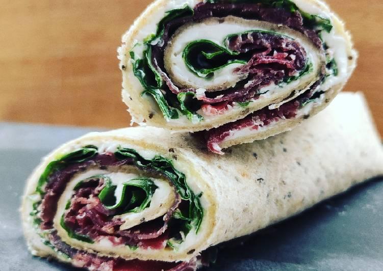 Ricetta Piada rolls con robiola, bresaola e spinacini novelli