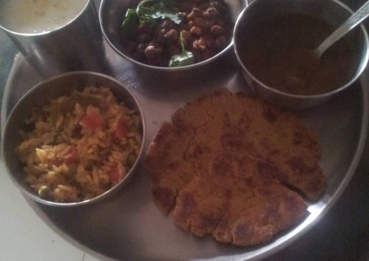 Recipe of Favorite Palak makki ki roti