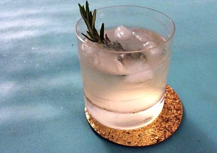 Easiest Way to Make Perfect Lemon Gin Fizz