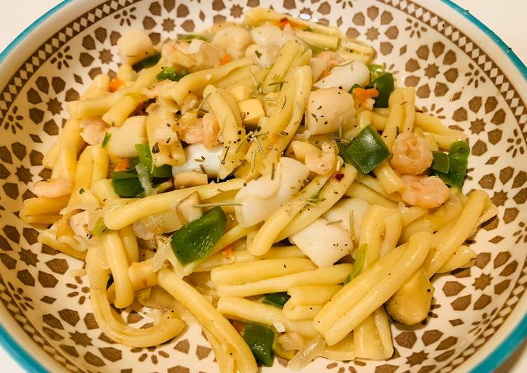Easiest Way to Prepare Delicious Bell Pepper Seafood Pasta