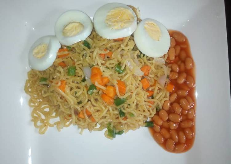 Steps to Prepare Super Quick Homemade Veggies noodles with baked beans and egg