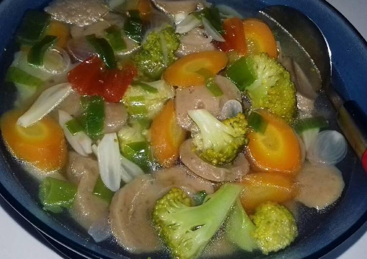 Sayur bening babrowo (bakso brokoli wortel)