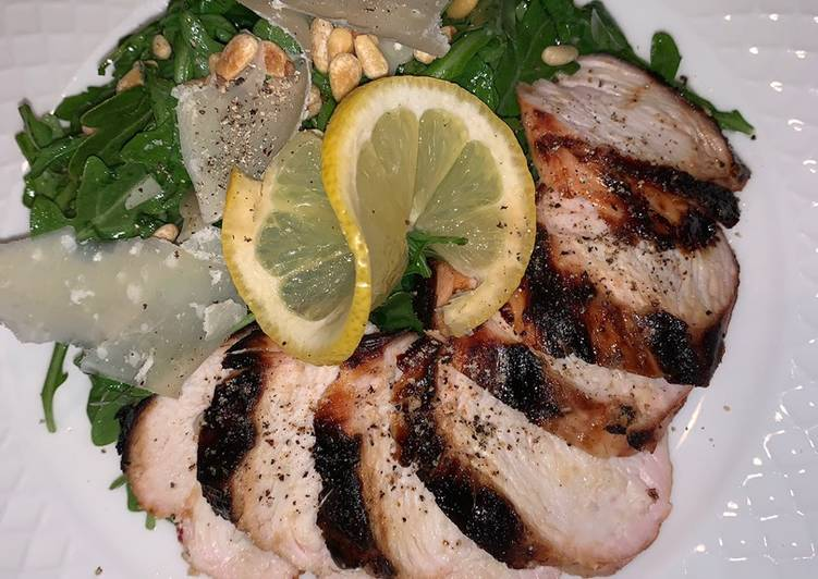 Recipe of Perfect Grilled chicken with arugula salad 🥗