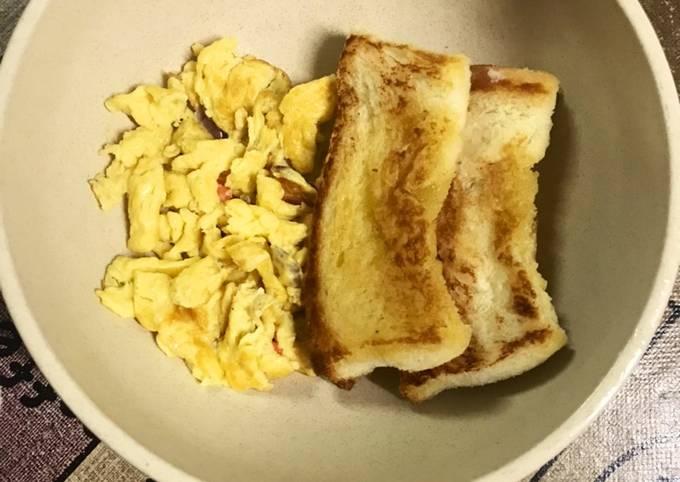 Roti dan telur hancur