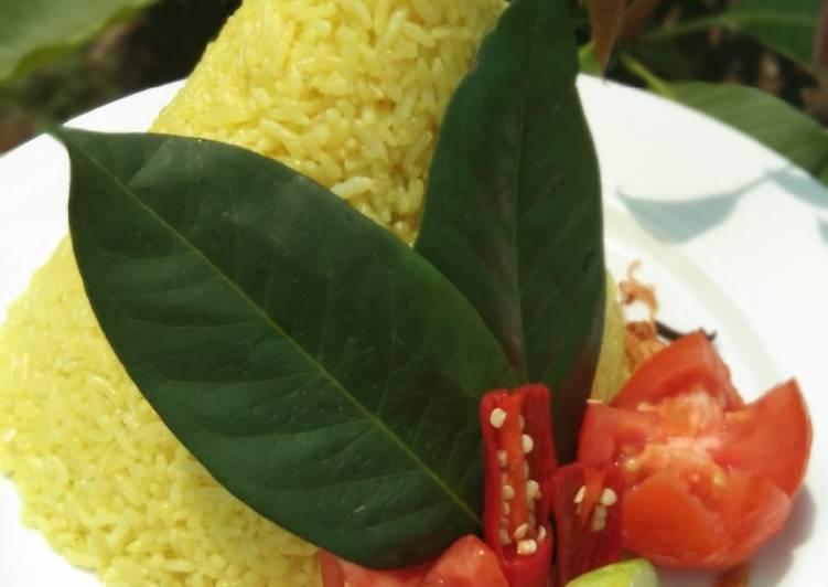 Nasi Tumpeng beras plus ketan wangi dan pulen