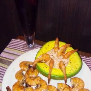 Camarones en aguacate (camarones tropicales)