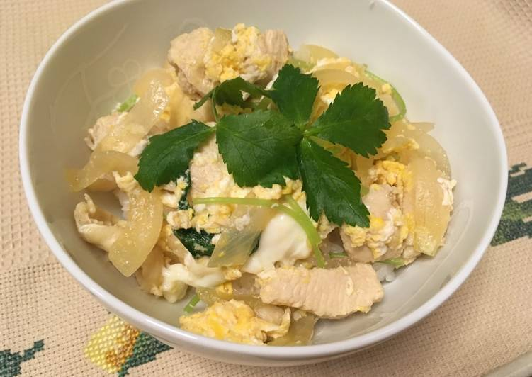Oyako don, Omelette aux poulet et riz