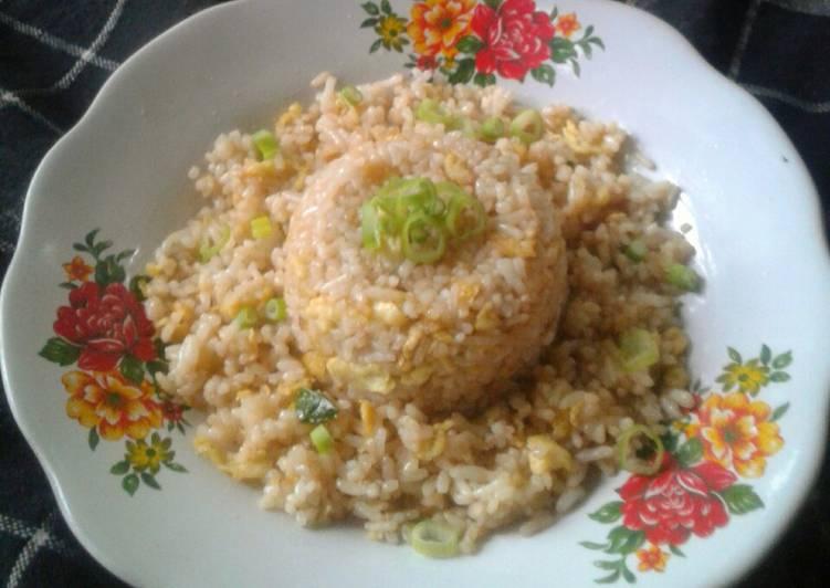 Yakimeshi (nasi goreng jepang)