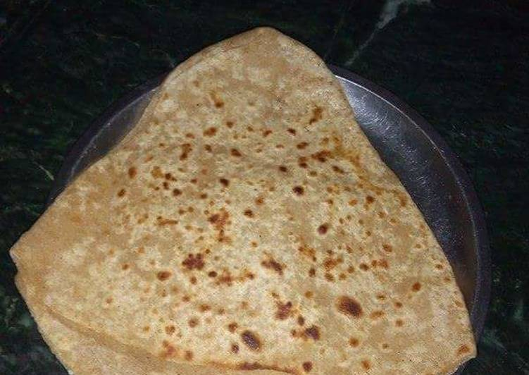 Recipe of Homemade Tikona jatpat ajwain paratha