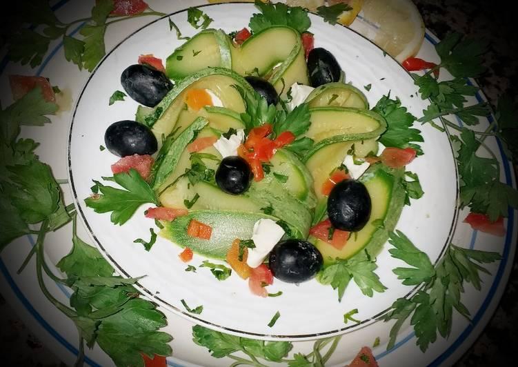 Salade de courgettes aux olives noir,fromage