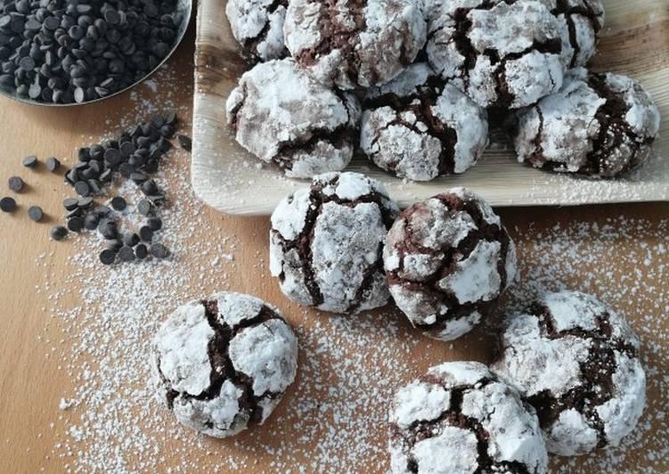 Biscotti screpolati al cioccolato (chocolate crinkles)