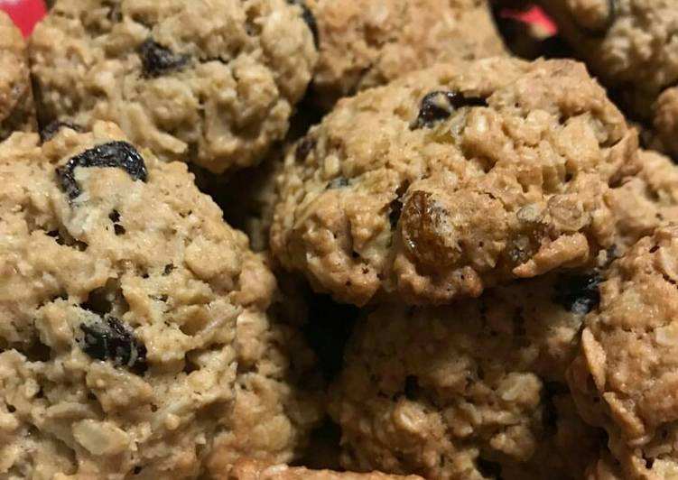 Soft and Chewy Oatmeal Raisin Cookies *updated*