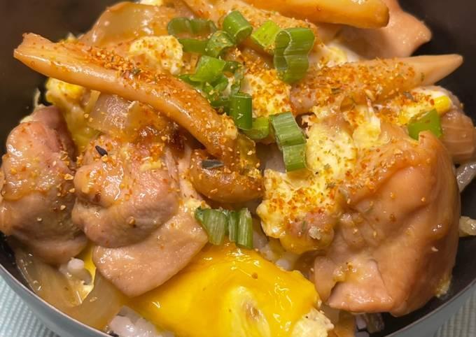 (Oyakodon) Japanese Chicken and Egg Rice Bowl