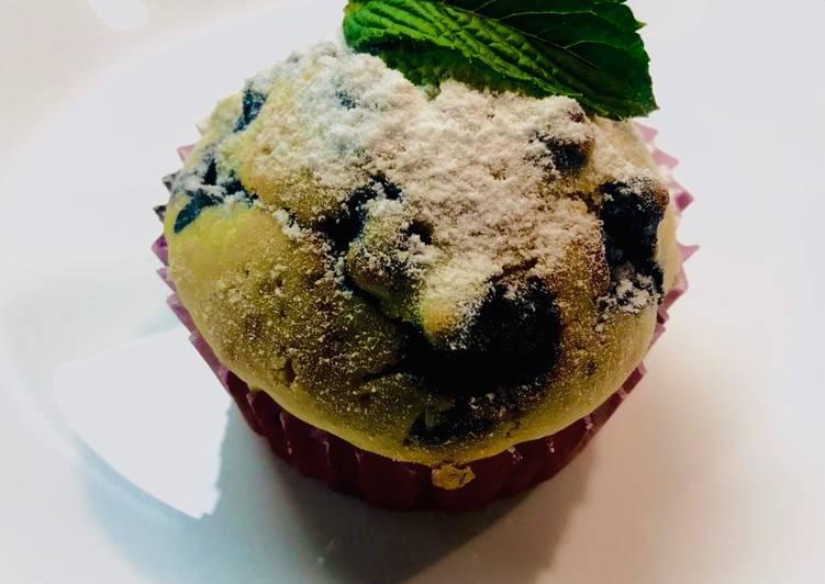 Muffinki z jagodami i listkiem mięty z domowego ogródka główne zdjęcie przepisu