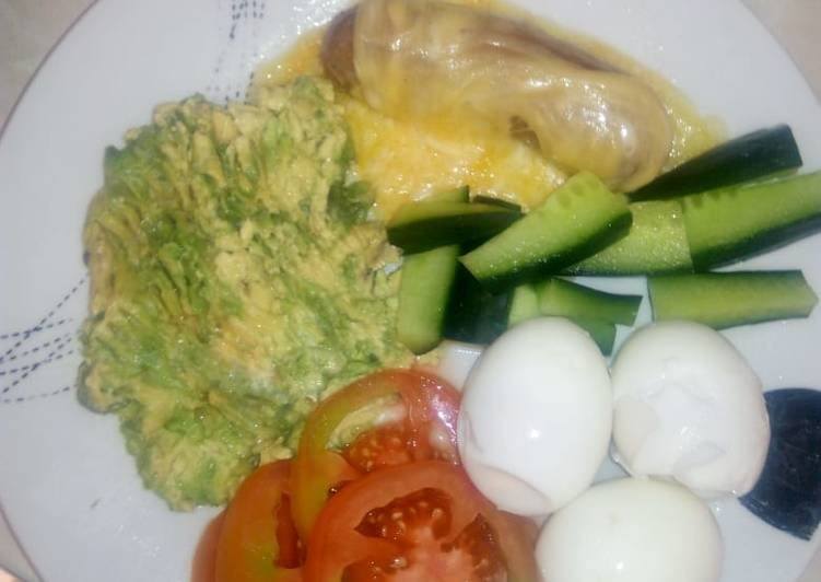 Easiest Way to Prepare Speedy Boiled eggs with mashed avocado