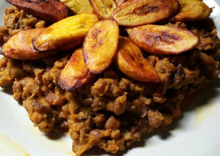 Porridge beans and fried plantain
