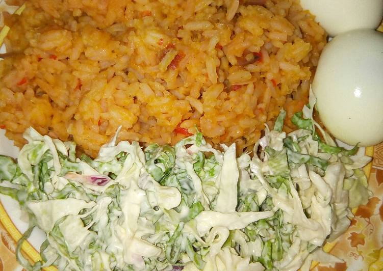 Jollop rice and salad with eggs