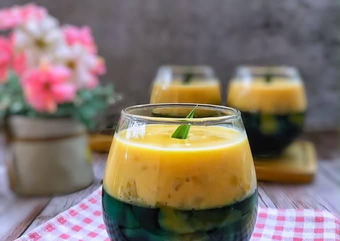 Puding Trifle Oreo Bunga Telang bersama Pisang dan Jagung