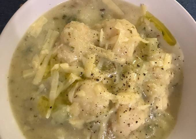 Cheesy Cauliflower Soup with Semolina Balls
