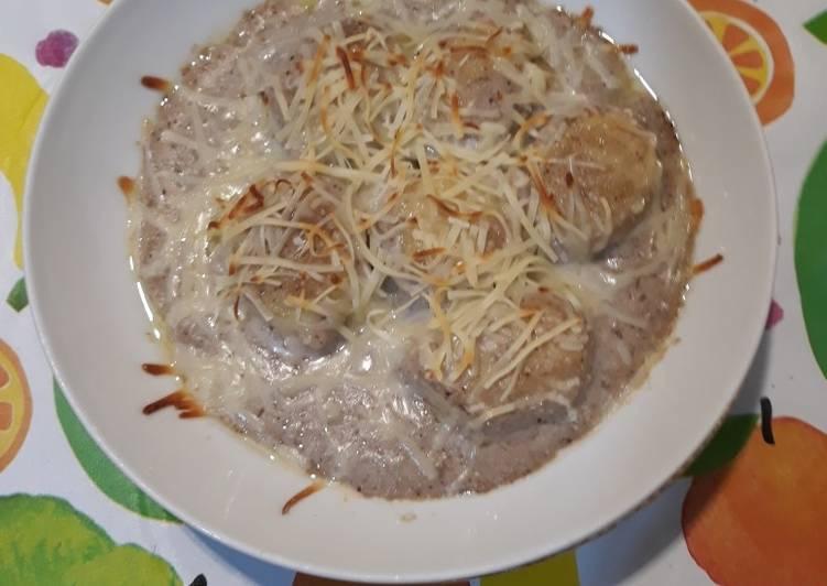 Gnocchis rellenos de pesto con salsa de shiitakes