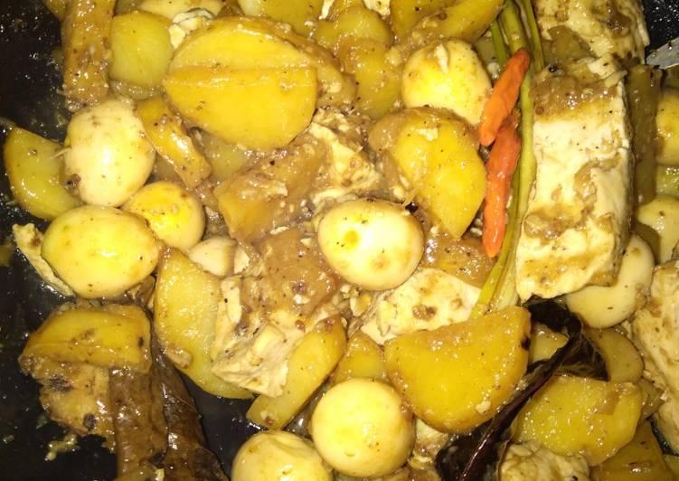 Semur kentang, tahu dan telur puyuh
