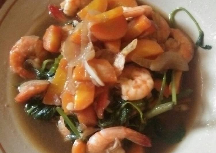 Tumis kangkung wortel dan udang