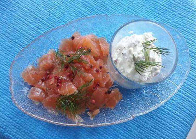 Saumon gravlax, chantilly au baies roses et aneth