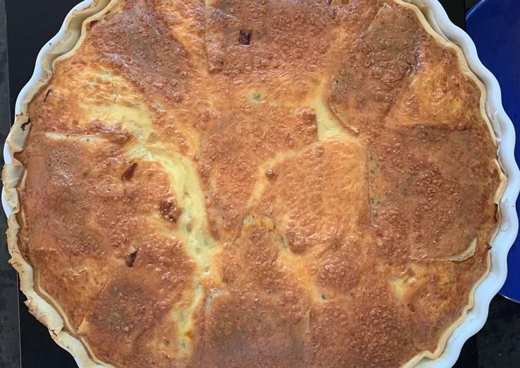 Quiche/raclette XL poireaux, oignons, jambon braisé