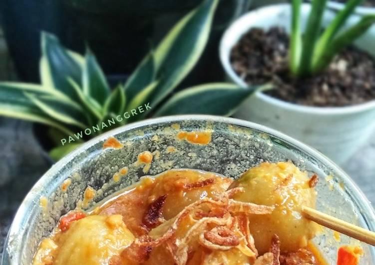 Cilok wortel saus kacang