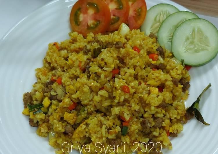 Nasi Goreng Kuning Daging Giling