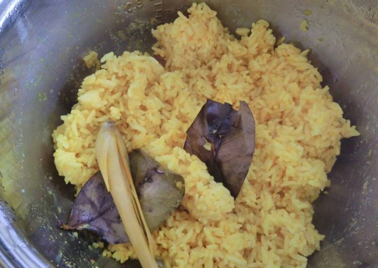 Resep Nasi kuning magic com yang Enak