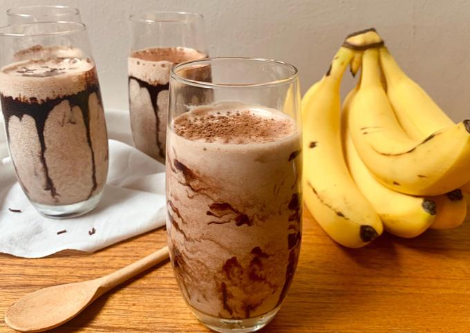Resep 3-Ingredient Chocolate Banana Smoothie oleh benika's delight - Cookpad